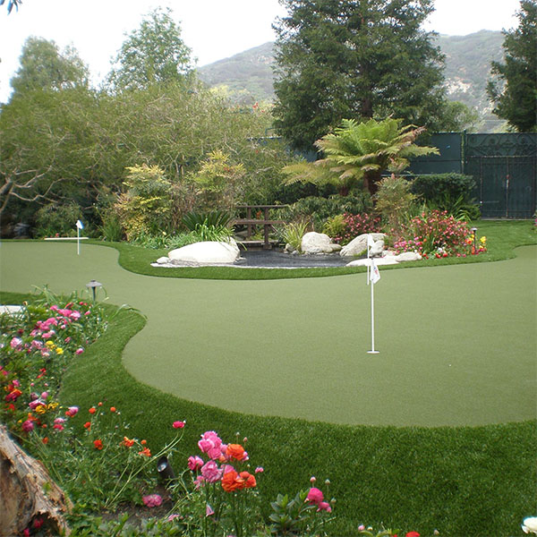 Synthetic Turf & Putting Greens